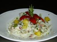 insalata di pesce con ananas e pompelmo