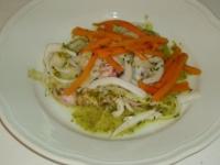 insalatina di seppie con bastoncini di carote con pesto di basilico e senape